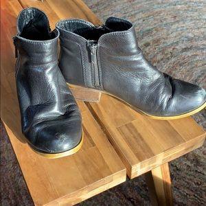 Lucky Brand Basel black leather zipper booties